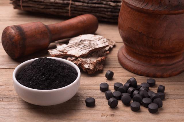 ¿Es efectivo el carbón activado para blanquear los dientes?